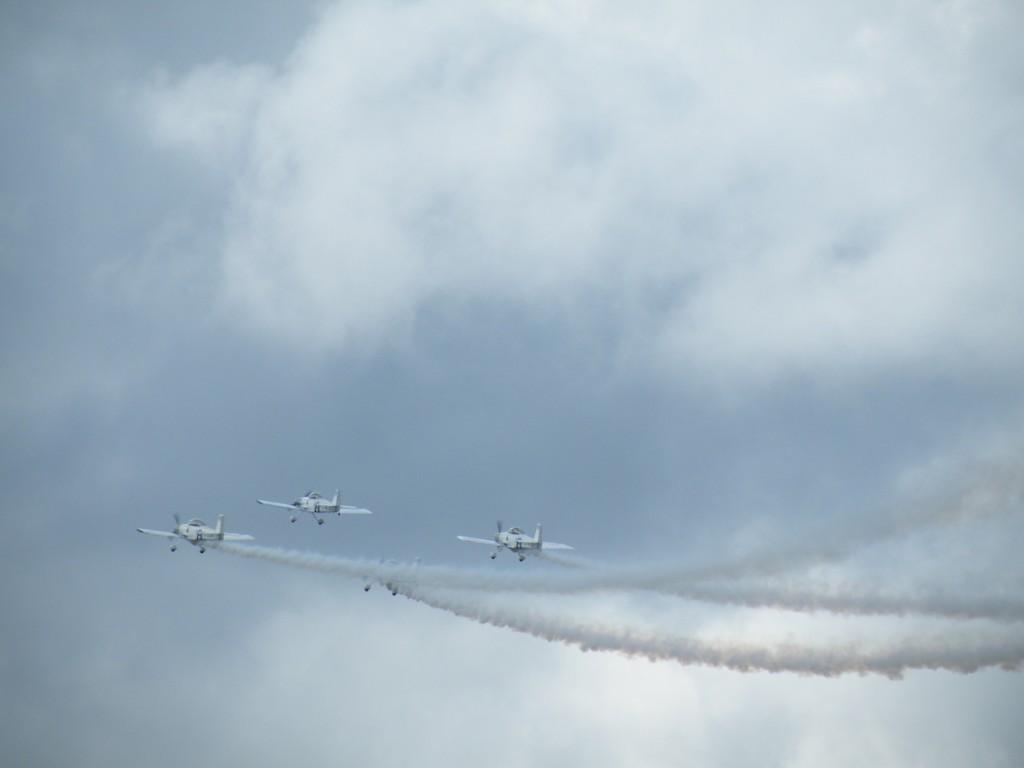 Aeroplanes leak oil