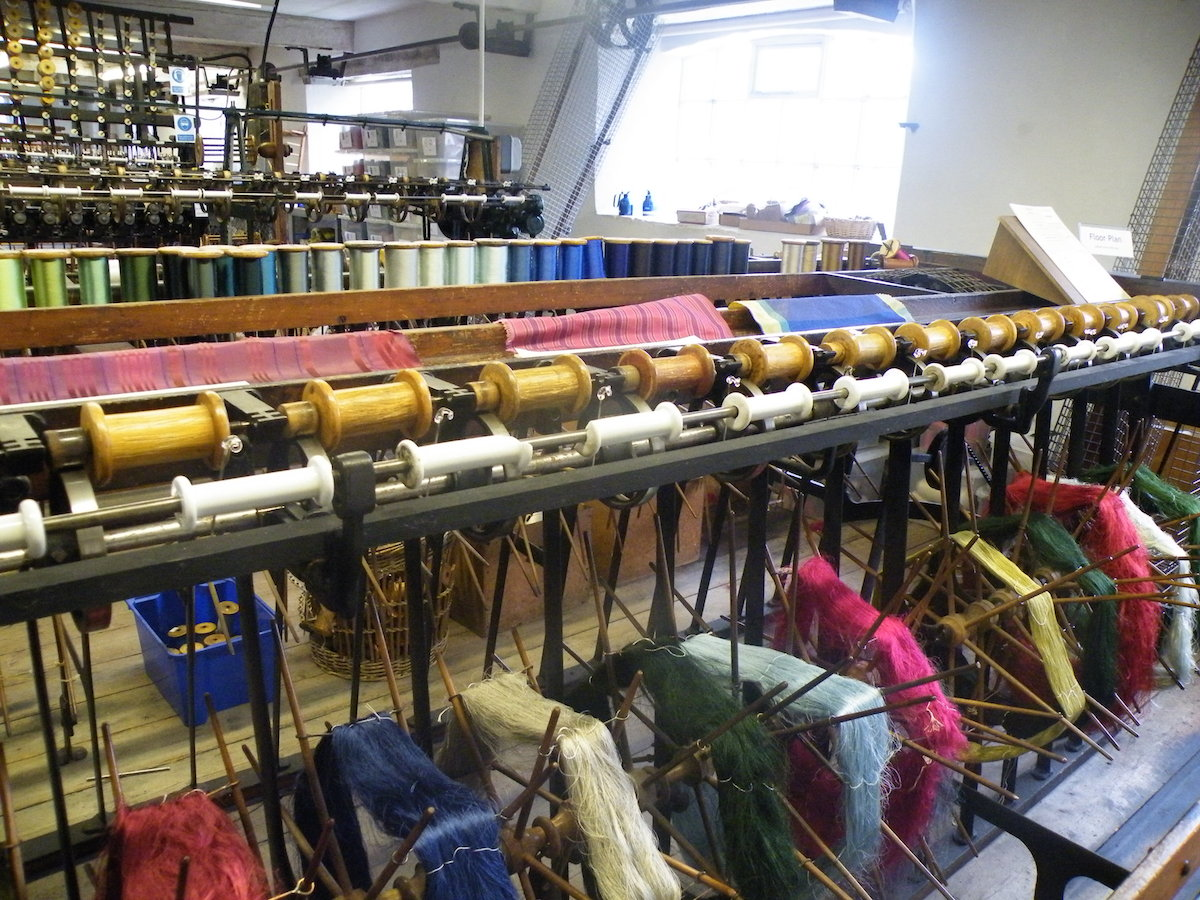 I know these, they are called bobbins. Named after that game you do with apples in a barrel. I think