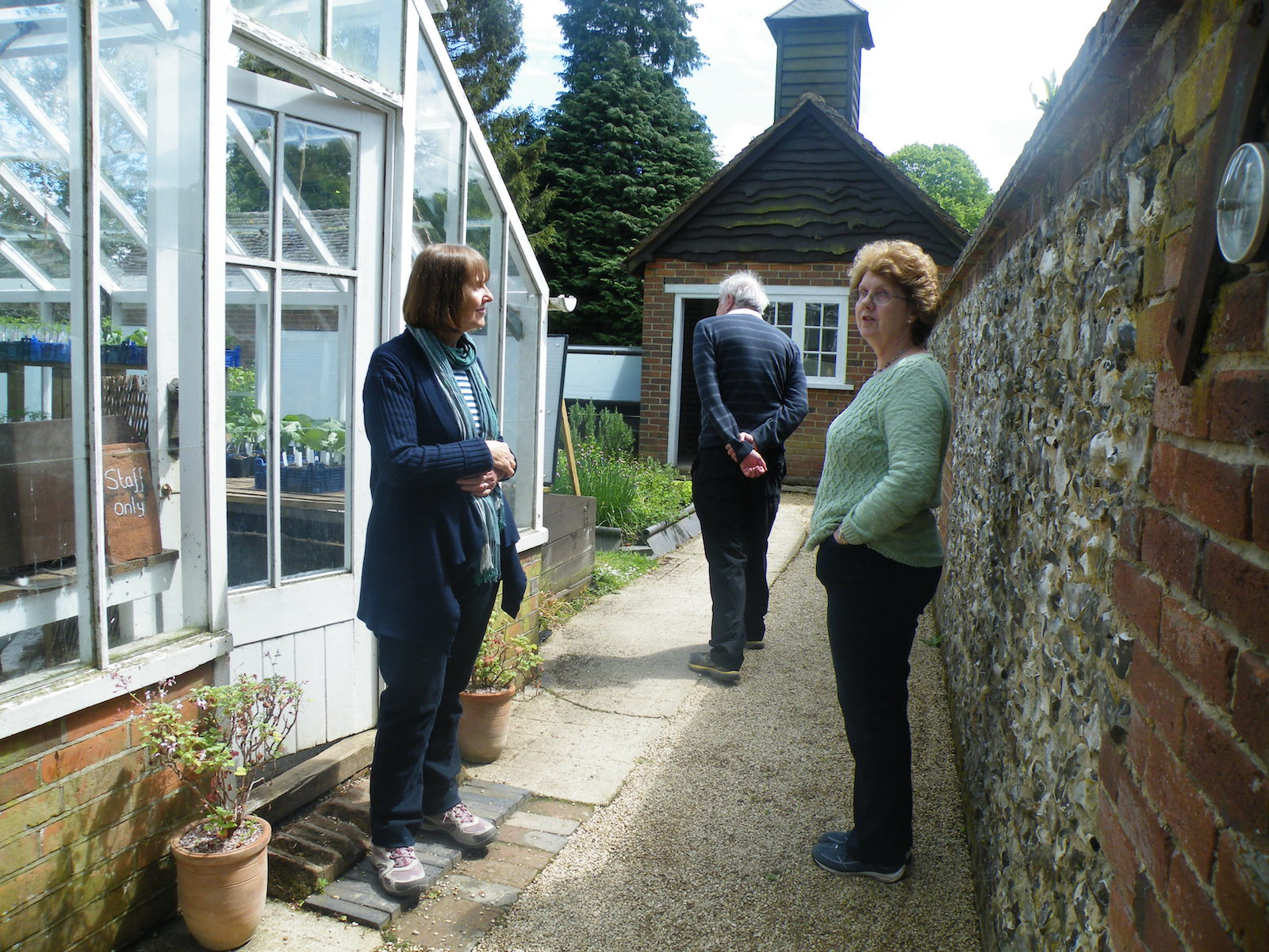 Chris and Lynda ignore Steve's attempt to lure them round the corner