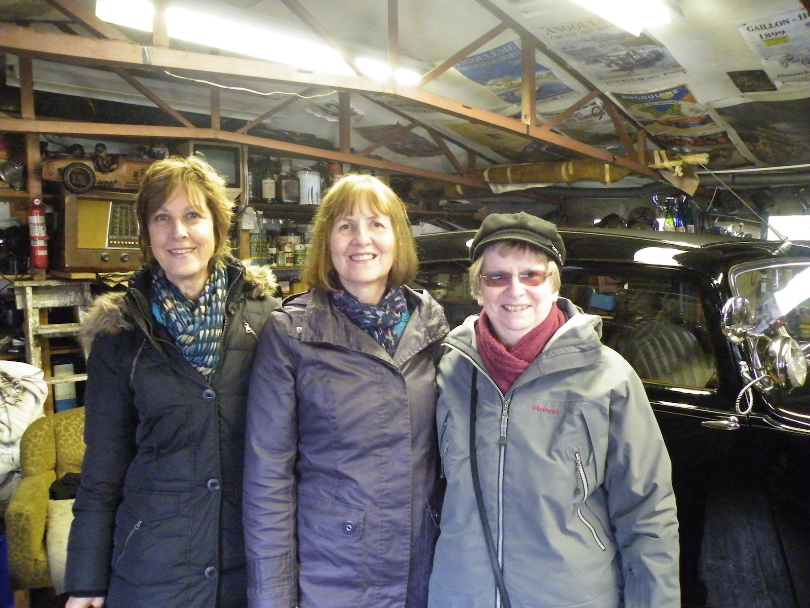 Three ladies and a Bentley in Bentley